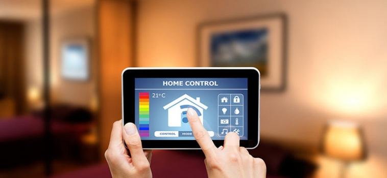 Controllare la casa dallo smartphone: 9 vantaggi della domotica flessibile